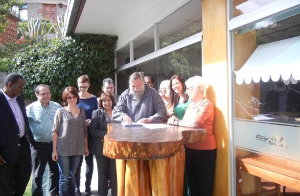 EGP's Steve Emmott signs